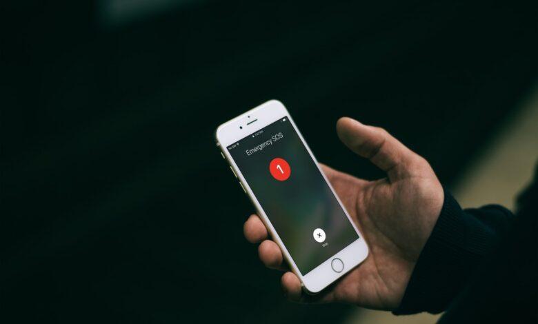 emergency-sos-iphone-mockuuup